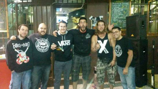 Los miembros de X-Mile y Orri Berdea el pasado verano en el Audio Bar Mordor