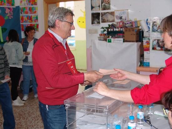 Y Antonio Estaban candidato del PSOE lo hacia esta tarde