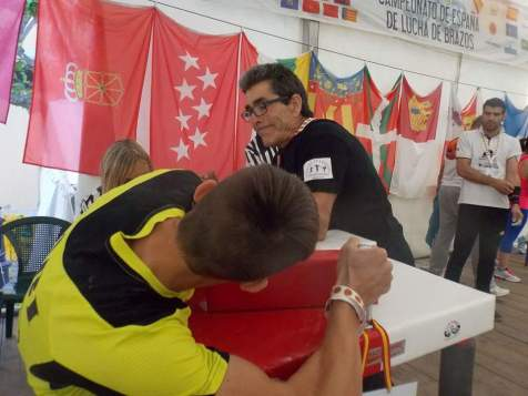 Gabriel Ganando la final en senior 60kg izquierda
