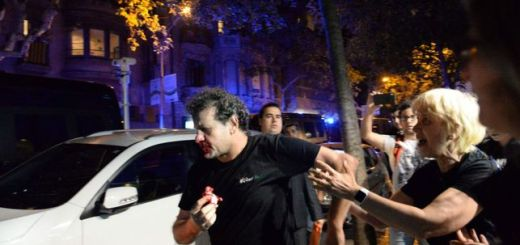 El hombre agredido, sangrando SANDRA LÁZARO