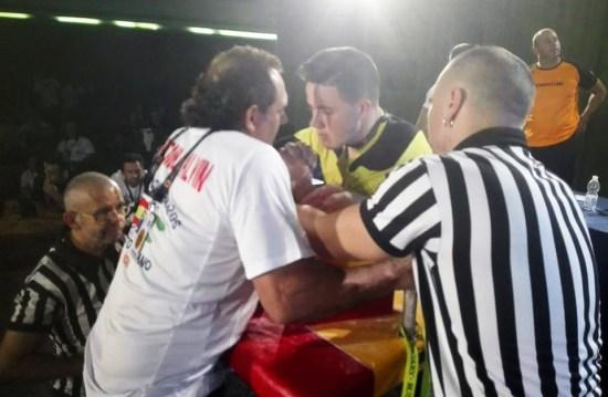 Sergio Quirós contra un competidor de Cádiz