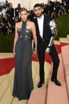 Gigi Hadid de Tommy Hilfiger y Zayn Malik de Versace.