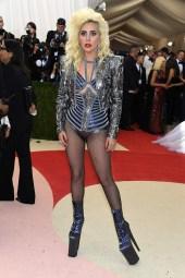 Lady Gaga de Versace.
