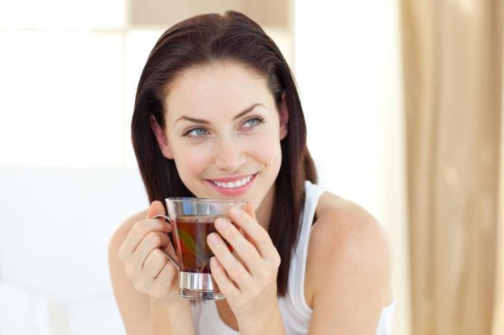 Beber algunas infusiones también ayuda a dormir bien