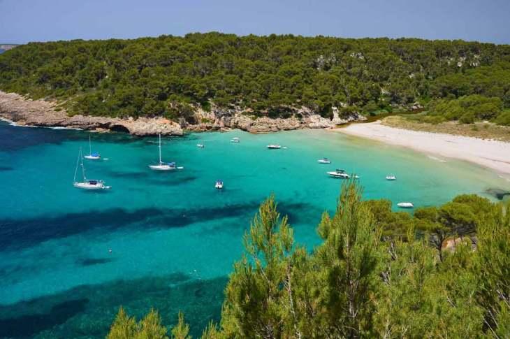 Playa de aguas cristalinas en Mallorca