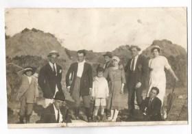 Mio nonno Carlo a Barbarano Romano, l'unico seduto.