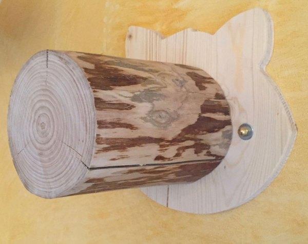gradino con base sagomata - particolare della base e del tronco in massello di castagno