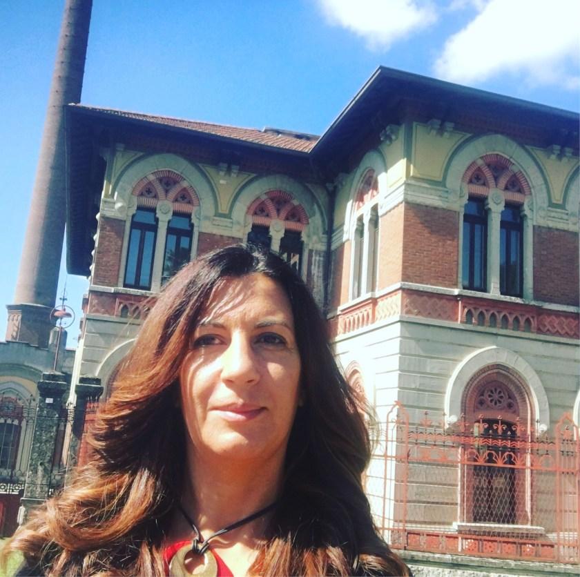 Selfie dell'autrice di Cose di Bergamo in visita a Crespi d'Adda