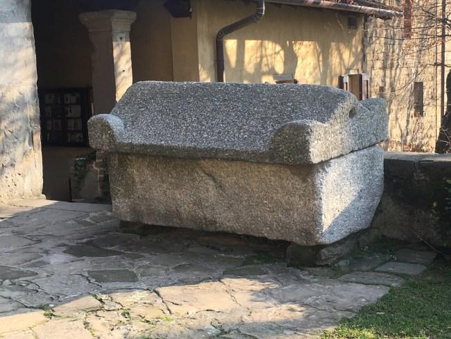 Mistero sepoltura antipapa