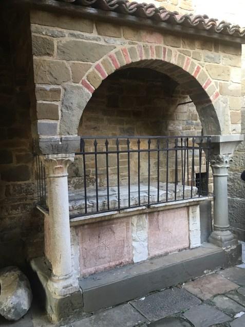 sarcofago all'abbazia di Fontanella