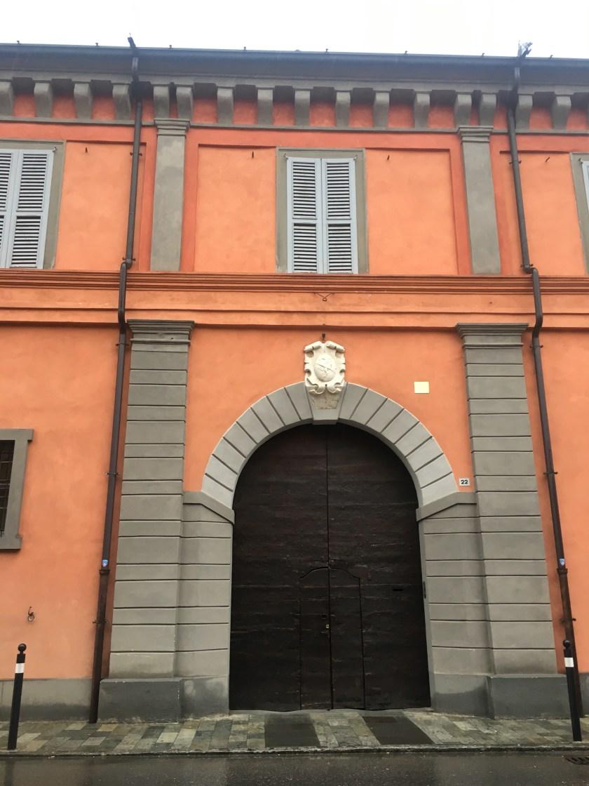 L'ingresso fronte strada di Palazzo Sauli a Pumenengo