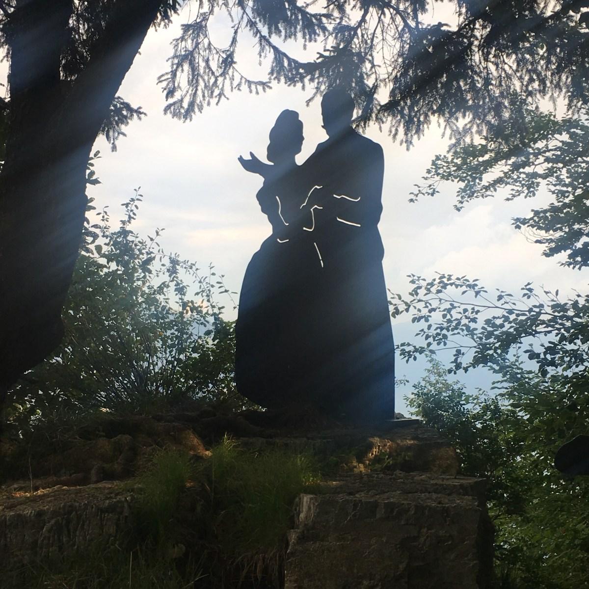 Al Salto degli Sposi, due modi diversi di giurarsi eterno amore