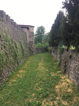 profondo fossato a difesa del Castello di Calepio