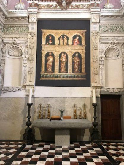 21 altare e immagine del polittico ligneo oggi al Bernareggi