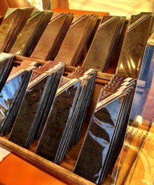 Stecche di cioccolato sul Sentierone