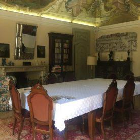 Tavolo dove si tengono le degustazioni a Villa Pagnoncelli