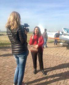 Polina Yordanova intervista Raffi Garofalo durante l'evento di SportAction Volo in Rosa