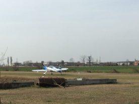 aereo ultraleggero pronto per il decollo