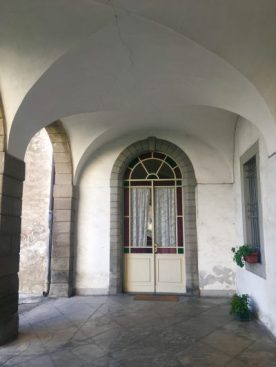 portale che dava sulle scuderie di Palazzo Bazzini