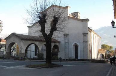 Basilica di Lovere in inverno vista da fuori