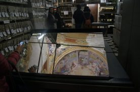 affreschi di Carloni riflessi nello specchio