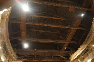 l soffitto ligneo sulla platea del Teatro Sociale di Bergamo Alta