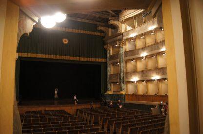Le sedute della platea del Teatro Sociale di Bergamo Alta