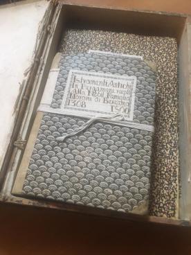 Un faldone dell'archivio della Fondazione Palazzo Moroni