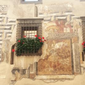 facciata affrescata a Clusone