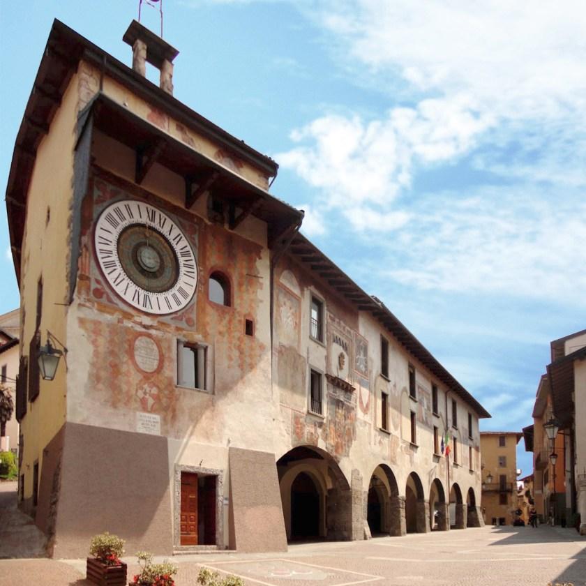 Palazzo del Comune e orologio di Fanzago.jpg