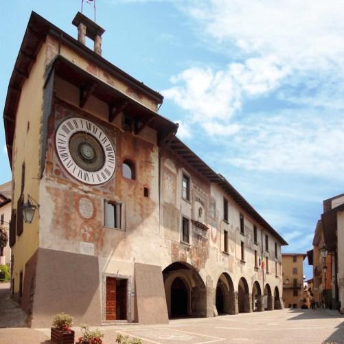 Palazzo del Comune e orologio di Fanzago