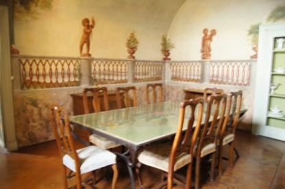 Sala da pranzo dell'ammezzato decorato dal Bonomini