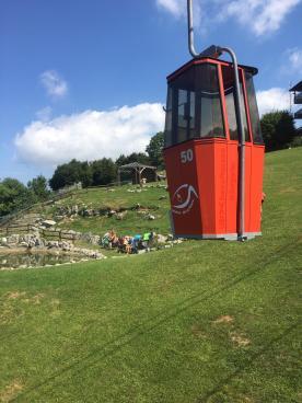 cabina della Cabinovia del Monte Poieto nei pressi del laghetto artificiale
