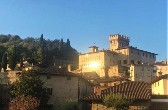 Castello-Camozzi-Vertova-visto-dalla-strada