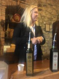 Elena Lussana durante la degustazione di Olio Evo