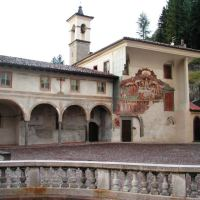 4 curiosità per guardare con occhi nuovi La Danza Macabra e il Trionfo della Morte di Clusone, in Valle Seriana
