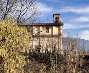 La chiesa di Luzzana vista dal parco del Gigante
