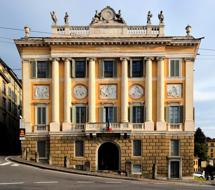 Palazzo Medolago Albani facciata principale