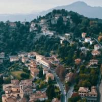 Berghém Mola Mia e Bergamo #staystrong fanno il giro del mondo, con la preghiera laica dedicata ai bergamaschi.