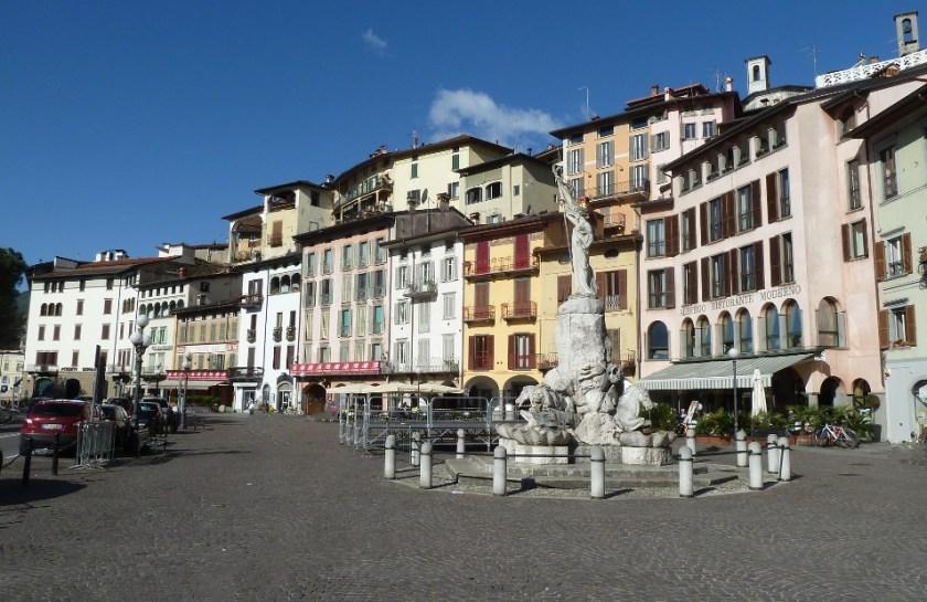 Lovere_piazza tredici martiri