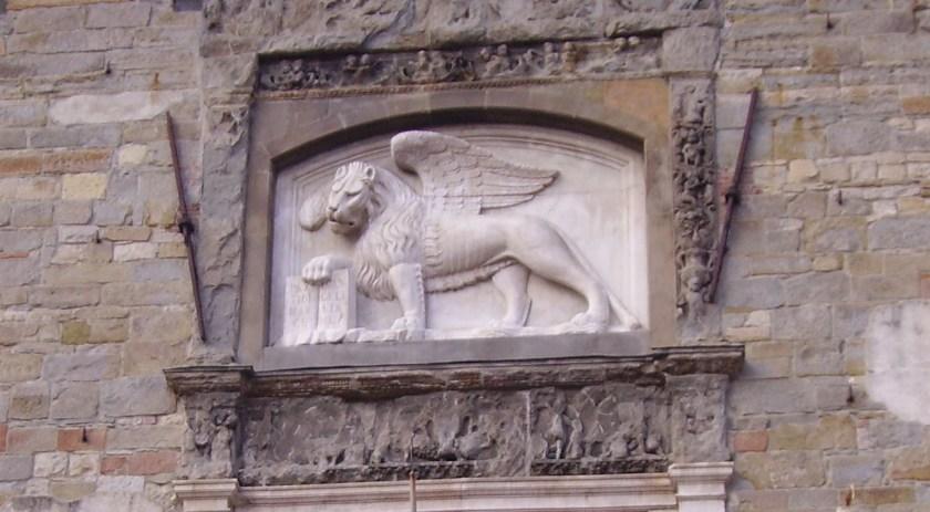 Leone alato sulla facciata del Palazzo della Ragione in Piazza Vecchia