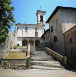 la scalinata e la Chiesa del Santo Sepolcro Monastero di Astino