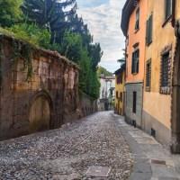 Flanare nelle 10 vie più belle di Bergamo e meno frequentate dai turisti,  per (ri)scoprire la storia e le storie della città