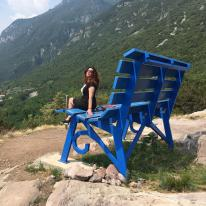 Raffi Garofalo sulla Panchina gigante di Rogno (Bg)