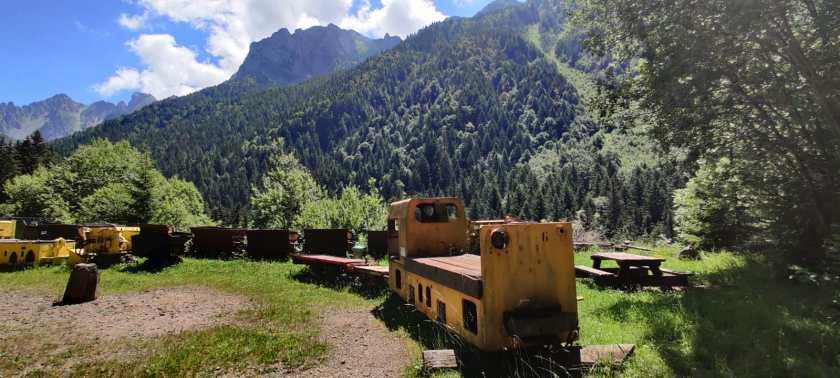 Parco davanti alle miniere di Schilpario e il panorama