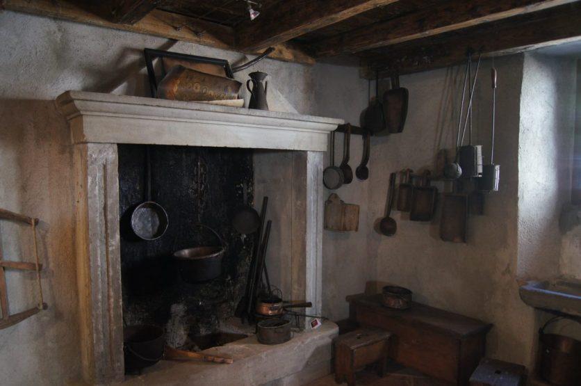 Sala da pranzo con cucina Museo etnografico Valtorta