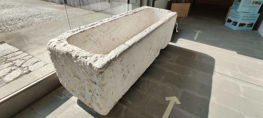 2 abbeveratoio o sarcofago