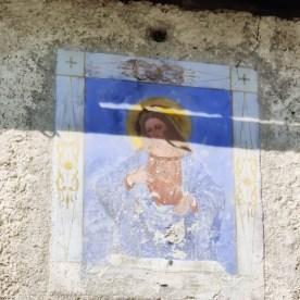 Affresco sacri sulla facciata di una casa di Valtorta