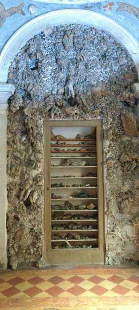 Vetrina per pietre e fossili 2