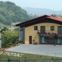 Visita alla Casera Monaci di Almenno San Salvatore, dove si produce il Branzi, prodotto tipico bergamasco